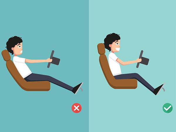 Consejos para lograr la posición correcta al conducir