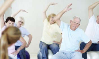 Ejercicios para realizar en casa, para personas sobre 60 años